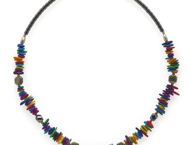 professional-product-photography-necklace-colored-stones
