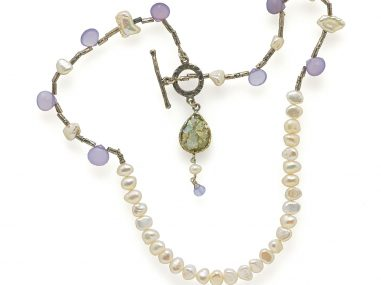 product photography pearl necklace